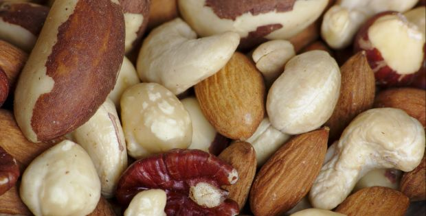 eat nuts for a healthy heart